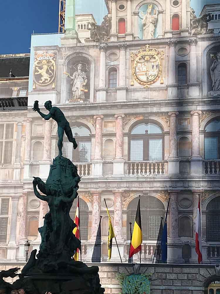 Salvius Brabo standbeeld Grote Markt Antwerpen Handwerpen