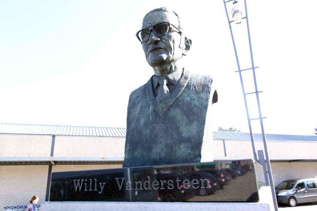 Willy Vandersteen standbeeld Kalmthout